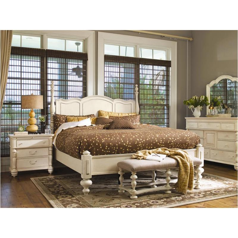 996260 Universal Furniture King Savannah Poster Bed Linen
